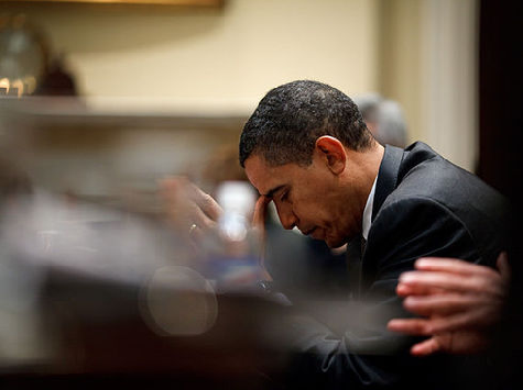 Obama-Praying-WH-photo
